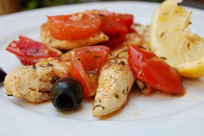 Kip-met-tomaat